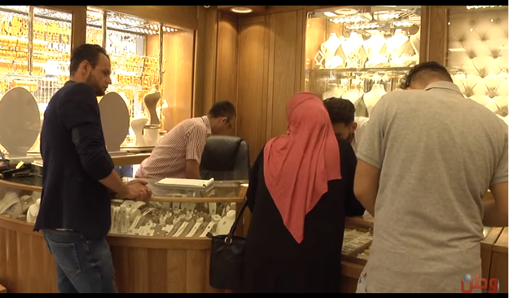Palestinians in Ramallah sell gold jewelry to pay for daily expenses (Watan TV channel, July 11, 2019).