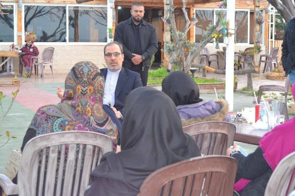 Senior official of the Iranian Embassy in Lebanon, Mohammad Sadeq Fadli, talking to the participants in the trip (Facebook page of the Nour Club, February 25, 2018)