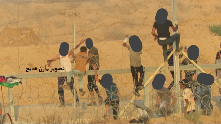 Young Palestinians cross the security fence east of Khan Yunis during the return march (Facebook page of photographer Mazen Qudih, July 26 and 27, 2019).