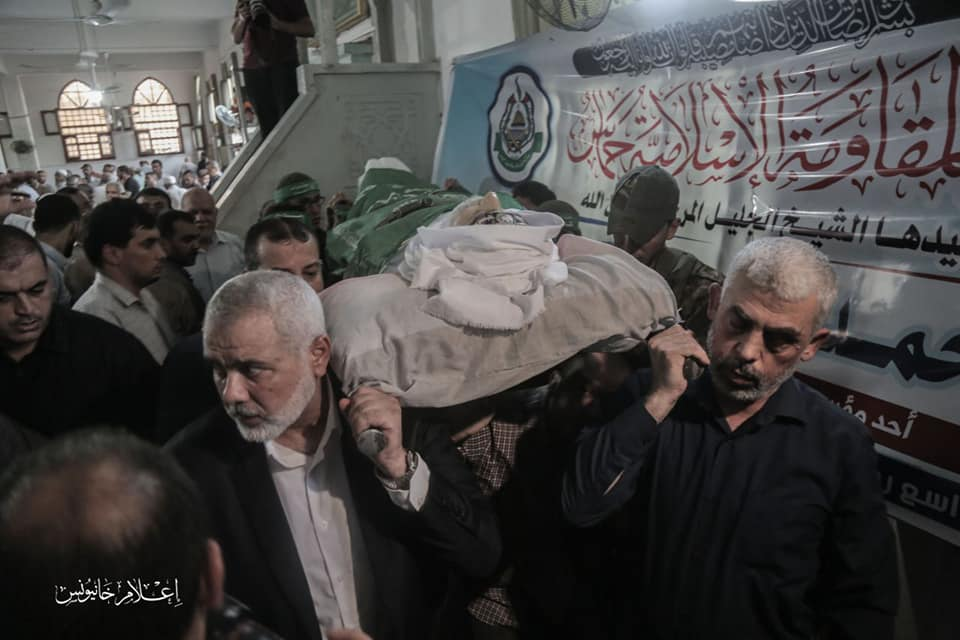 Isma'il Haniyeh and Yahya al-Sinwar help carry the body at the funeral (Palinfo, August 5, 2019; Facebook page of the al-Rahma mosque in the al-Amal neighborhood of Khan Yunis, August 5, 2019).