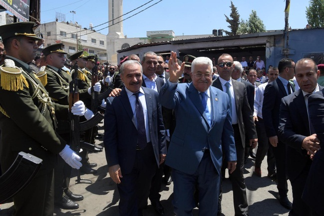 Mahmoud Abbas visits the Jilazoun refugee camp (Wafa, August 10, 2019).