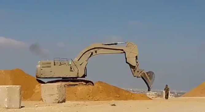 Sand barrier constructed by the IDF near the security fence to prevent anti-tank fire from the Gaza Strip (Amad website, July 29, 2019). Hani Abu Salah hid behind such a barrier.