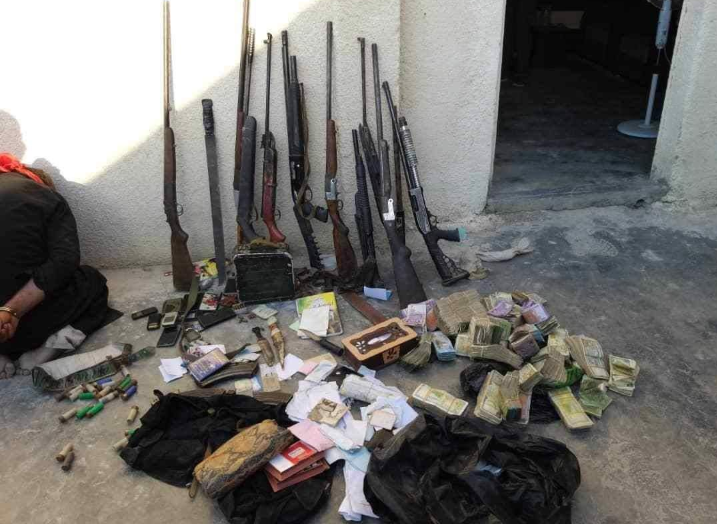 Rifles and bundles of cash found by the SDF counterterrorism service in a house in Al-Basira (Khotwa, August 17, 2019)
