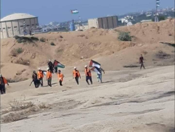 Hamas operatives wearing orange vests deployed at return march focal points (Supreme National Authority Facebook page, August 23, 2019).