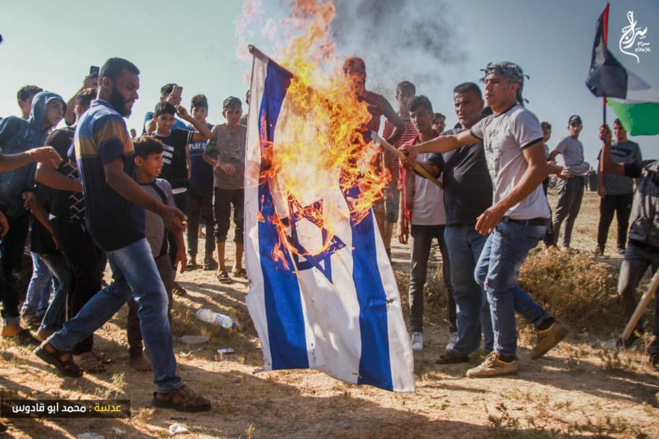 Rioters burn an Israeli flag (Supreme National Authority Facebook page, August 23, 2019).