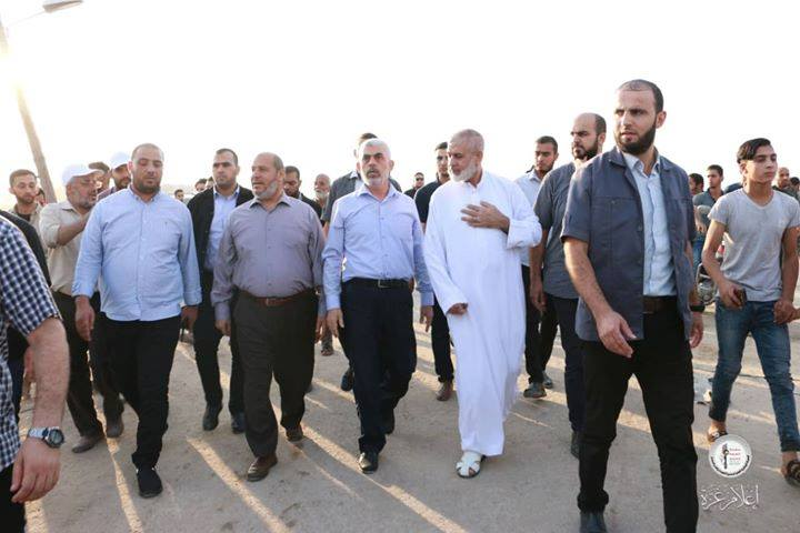 Yahya al-Sinwar (head of the Hamas political bureau in the Gaza Strip), Khalil al-Haya and Rawhi Mushtaha at return march events in eastern Gaza City (Supreme National Authority Facebook page, August 23, 2019).