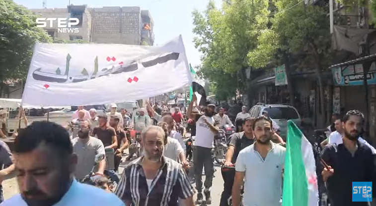 Idlib residents demonstrate against the Astana Agreement. Flags of the Free Syrian Army are visible in the photo (Khotwa, August 30, 2019).