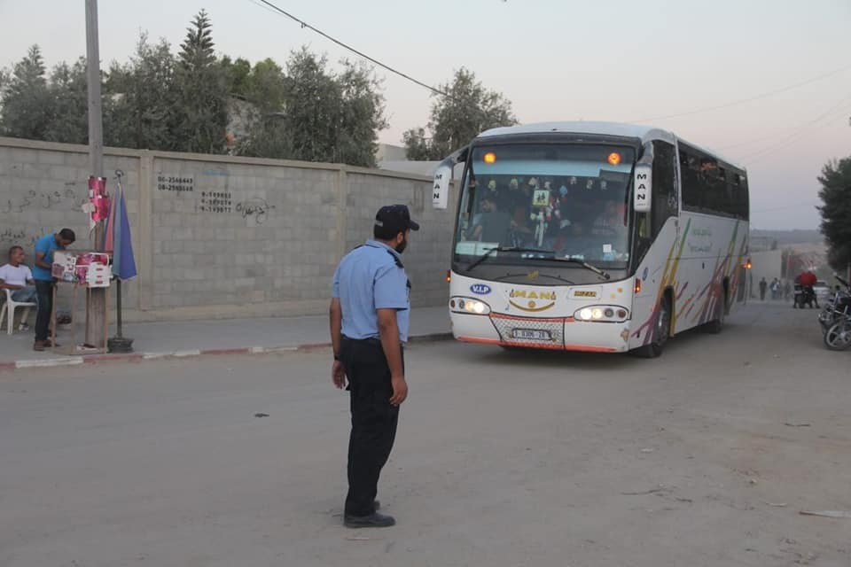 Operatives of Hamas' security forces direct traffic to the return march centers (Facebook page of the ministry of the interior in the Gaza Strip, September 6, 2019).