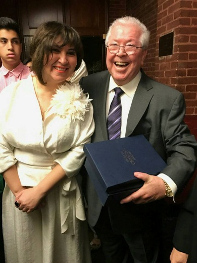 Businessman Hilmi Abu Rish with Lebanese singer Omaima al-Khalil, after receiving a plaque of appreciation from the PLO representative in Washington for his support for the Palestinian people. The ceremony was held at Georgetown University (Facebook page of Mohammad Hamad, November 3, 2016).