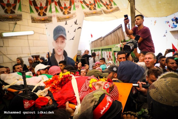 Abu Rumi's funeral in Al-Eizariya. He has a DFLP headband. The funeral was attended by armed DFLP operatives.