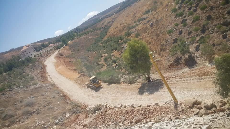 Preparation and widening of dirt paths prior to paving them in the village of Al-Dalafa (Facebook page of the Municipal Activity – The Second Region, August 20, 2019).