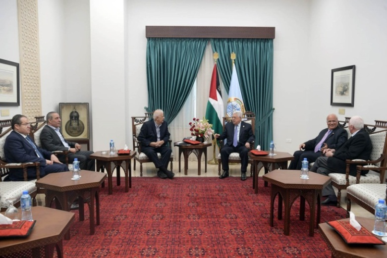 Mahmoud Abbas meets in his office in Ramallah with the chairman of the Palestinian central elections commission, Hana Nasser (Wafa, October 7, 2019).