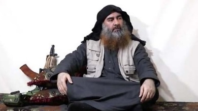The last picture taken of Abu Bakr al-Baghdadi, appearing in a video issued after the blow suffered by ISIS in the Euphrates Valley in Syria (Akhbar al-Muslimin, April 29, 2019).