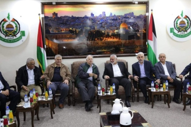 Hana Nasser meets with the Hamas leadership and representatives of the other Palestinian organizations (Palinfo Twitter account, October 28, 2019).
