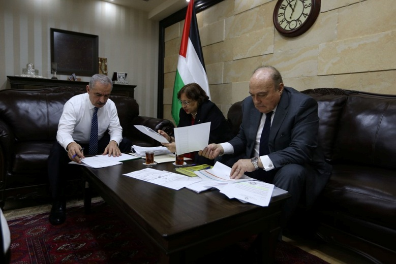 PA Prime Minister Muhammad Shtayyeh meets with the Palestinian Finance Minister Shukri Bishara and Health Minister Mai al-Kaileh to find a solution for the financial crisis of the Palestinian hospitals in Jerusalem (Muhammad Shtayyeh's Facebook page, October 27, 2019).