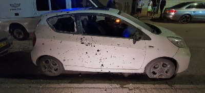 Vehicle damaged by shrapnel from the rocket fired at Sderot (Palinfo, November 1, 2019).