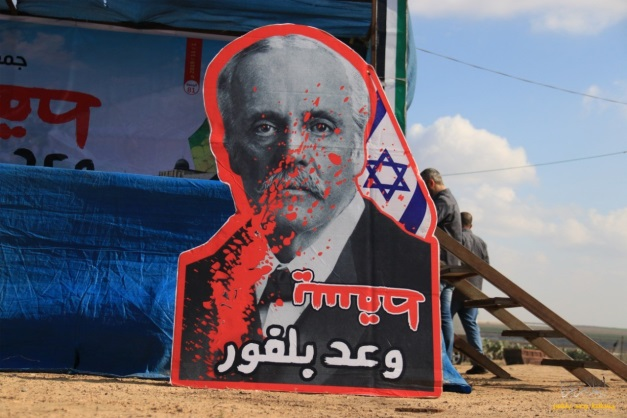 Burning a poster of Lord Balfour in the return camp in eastern Gaza City (Facebook page of the Malaka return camp, November 1, 2019).