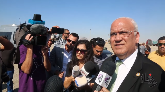 Saeb Erekat takes foreign and local correspondents on a visit to the Jericho and Jordan Valley sector (Wafa, November 4, 2019).