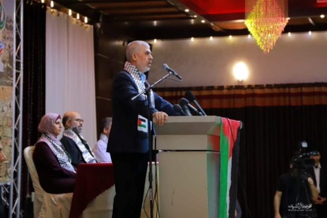 Yahya al-Sinwar delivers his belligerent speech to Palestinian youngsters in the Gaza Strip (Shehab Facebook page, November 4, 2019).