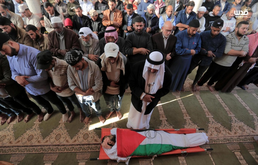 The funeral held for Muhammad al-Sawarka, his body draped in a Palestinian flag (QudsN Facebook page, November 22, 2019).