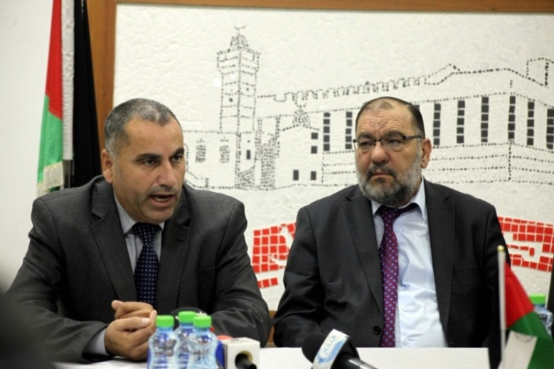 Tayseer Abu Sneineh, mayor of Hebron (right) and Husam Abu Alrub, deputy PA minister of endowments, at a press conference in Hebron (Wafa, December 5, 2019).