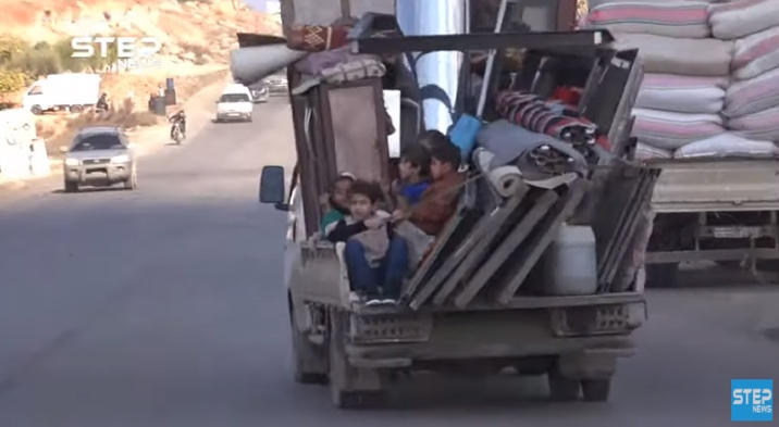 Residents who fled from the rural area south and east of Idlib making their way towards the border between Syria and Turkey (Khotwa, December 3, 2019)
