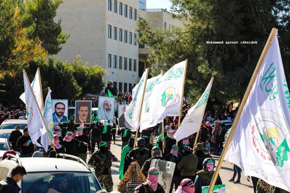 March organized by the Islamic bloc of Bir Zeit University, with uniformed operatives and Hamas military wing flags (Facebook page of Muhammad Qarout, a photo-journalist from east Jerusalem, December 16, 2019).