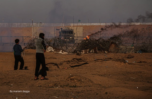 Palestinian rioters clash with IDF soldiers in eastern Khan Yunis (Facebook page of journalist Maryam Riad Abu Daqa, December 20, 2019).