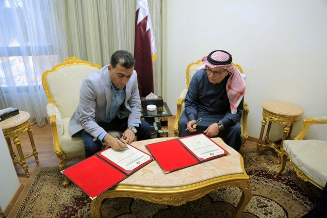 Mohammed al-Emadi signs an agreement with a construction company in the Gaza Strip for a medical center for dialysis patients (Facebook page of the Qatari Committee, December 18, 2019).