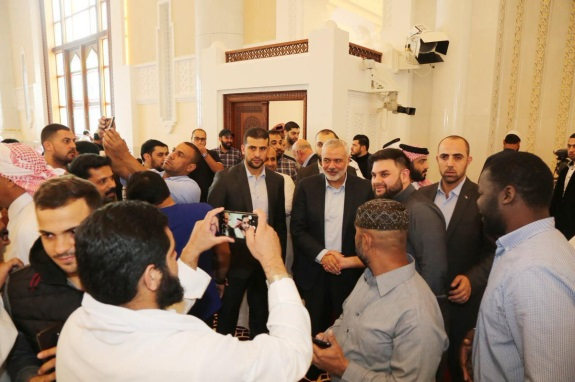 Reception for Isma'il Haniyeh at a mosque in Qatar for the Friday prayer (Shehab Twitter account, December 20, 2019).