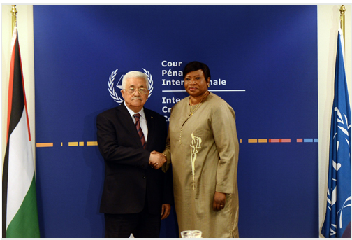 Mahmoud Abbas in The Hague shaking hands with Fatou Bensouda, the ICC's attorney general (Wafa, October 30, 2015).