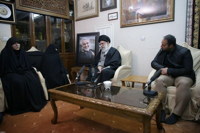 A condolence visit by Supreme Leader Khamenei to Soleimani's family home (Fars, January 3, 2020).