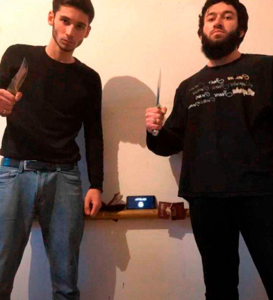The two ISIS operatives who carried out the ramming and stabbing attack. The ISIS flag can is visible on the smartphone screen (Telegram, January 1, 2020).