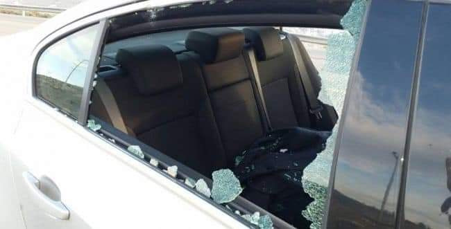 Israeli vehicles damaged by stones thrown near Azoun (east of Qalqilya) (Palinfo Twitter account, January 13, 2020).