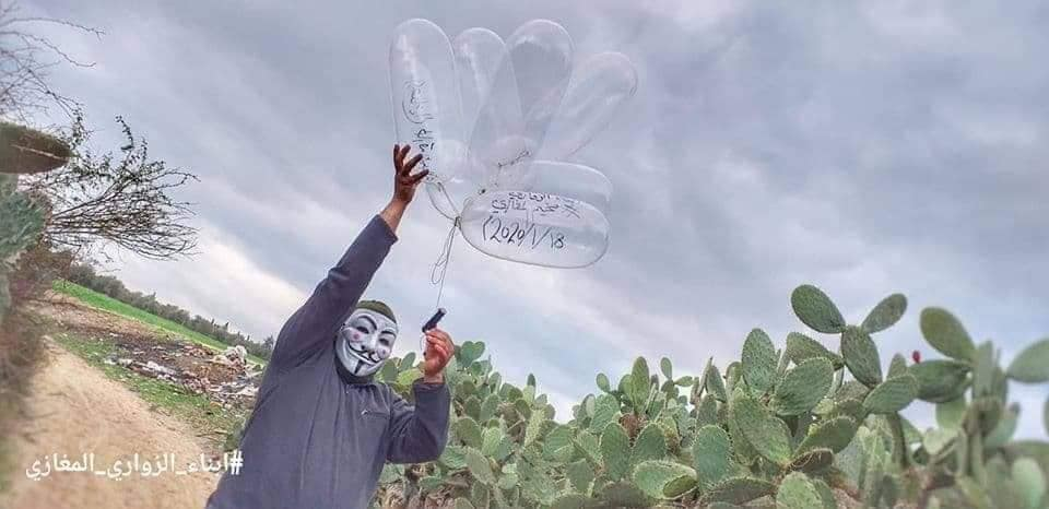 Launching IED balloons on January 18, 2020 by the Sons of al-Zawari unit in the eastern part of the al-Maghazi refugee camp (central Gaza Strip) (Facebook page of Imad Ibn Palestine, January 18, 2018).