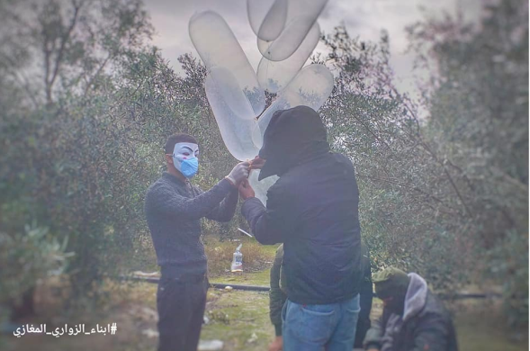 Launching IED balloons into Israeli territory (Sons of al-Zawari Facebook page, January 22, 2020).