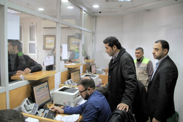 Khaled al Hardan, deputy chairman of the Qatari committee, visits post office branches in the Gaza Strip (Facebook page Qatar's National Committee for the Reconstruction of Gaza, January 22, 2020).