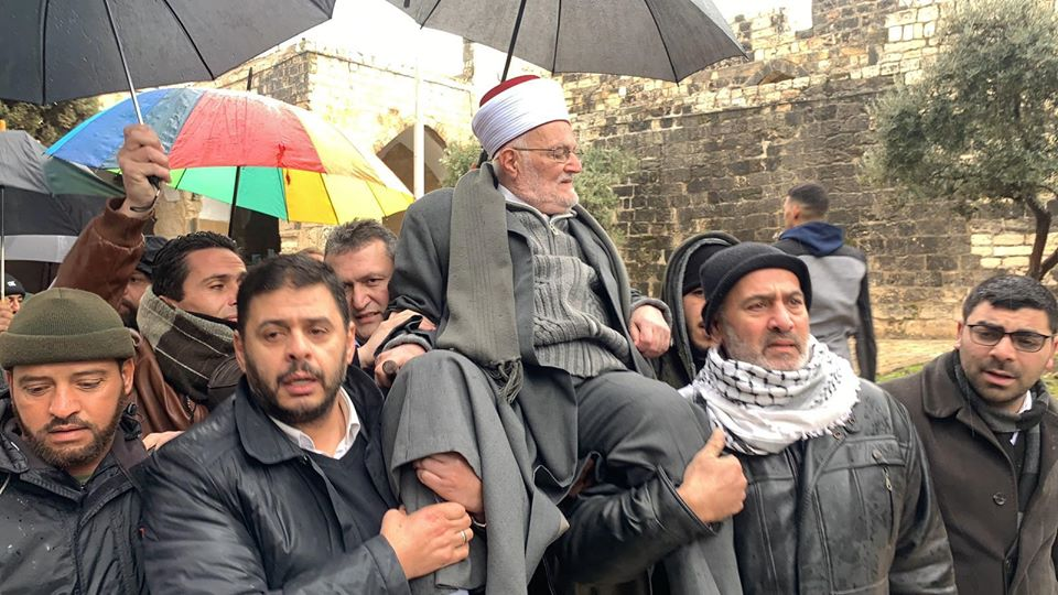 Sheikh Ikrima Sabri carried on the shoulders of worshippers as he leaves the Temple Mount (Filastin al-A'an Twitter account, January 24, 2020).