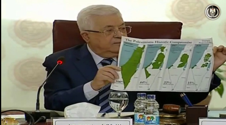 Mahmoud Abbas shows the foreign ministers maps of Israel's [alleged] expansion at the expense of the Palestinians throughout history until the Trump plan (Mahmoud Abbas' Facebook page, February 1, 2020).