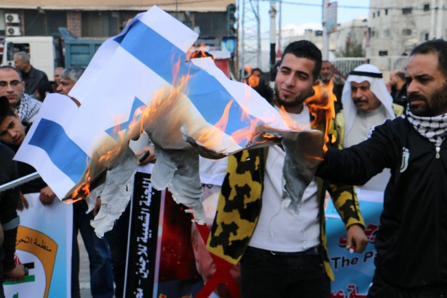 American and Israeli flags burned at a Popular Committee for Refugee Affairs demonstration in the al-Bureij refugee camp (Popular Committee Facebook page, January 28, 2020).