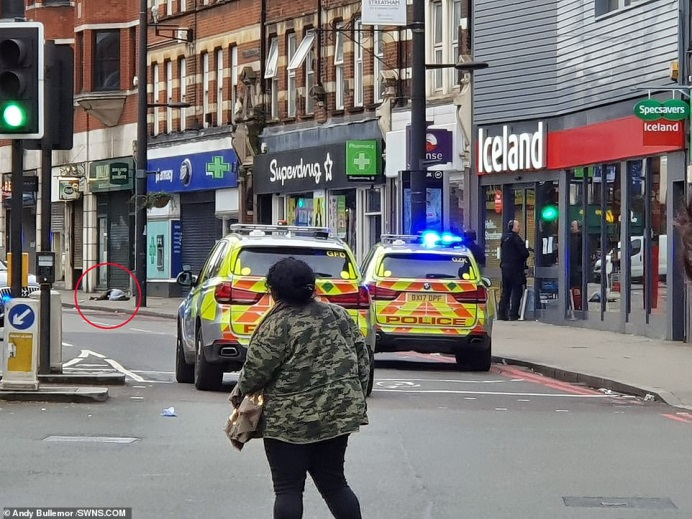 The scene of the attack. The body of the terrorist (circled in red) is visible on the top left (News_UK Twitter account, February 2, 2020).