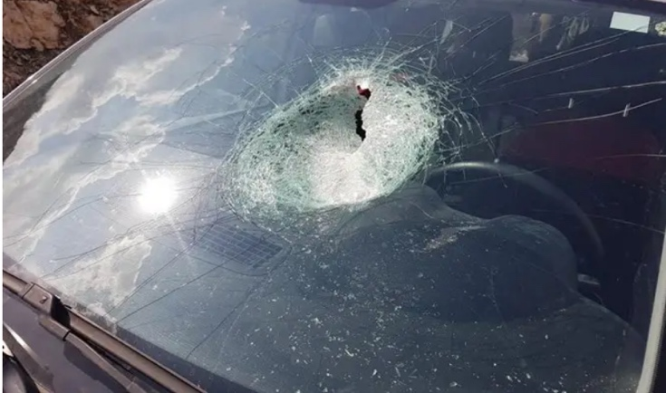 The front windshield of the car (Magen David Adom, February 17, 2018).
