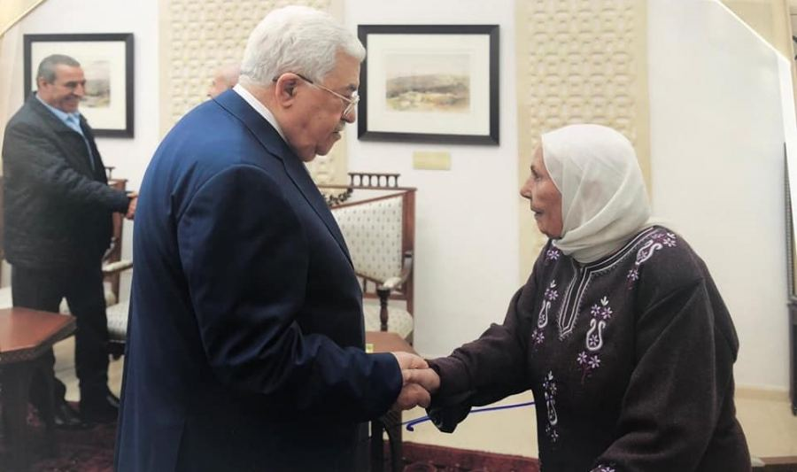 Mahmoud Abbas receiving the mother of terrorist Karim Younes in his Ramallah office. Younes is serving a life sentence in Israel for brutally abducting and murdering an Israeli soldier (Avraham Bromberg) (Al-Hayat Press, November 18, 2018).