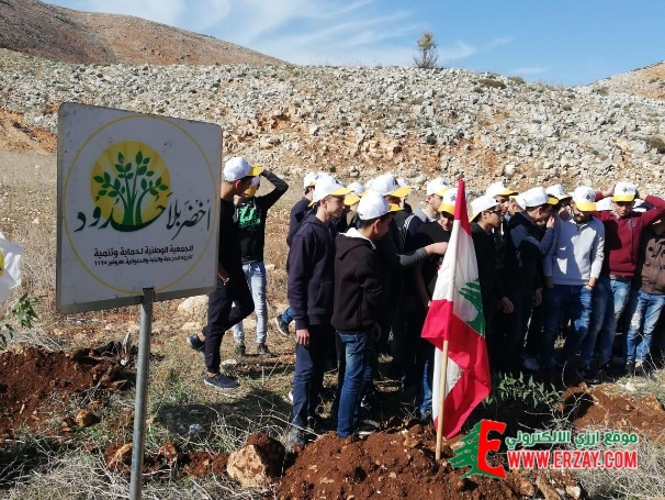 Green Without Borders sign for a tree-planting project along the Wadi al-Salouqi road south of the Litani River (local news website of Arazi, November 20, 2018)