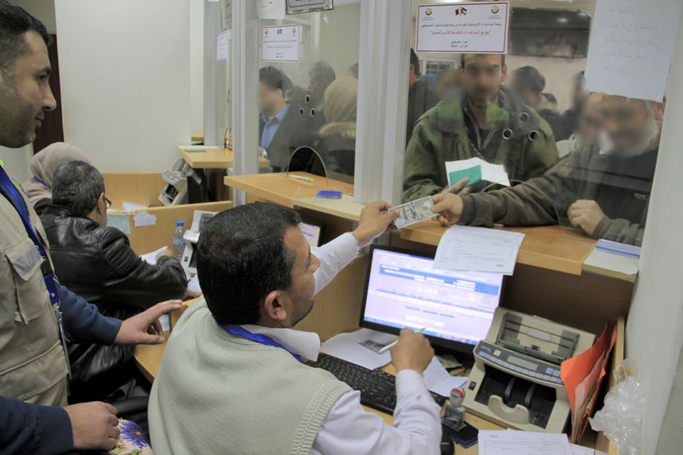 Distributing Qatari money at branches of the post office bank in Gaza (Facebook page of Qatar's National Committee for the Reconstruction of Gaza, February 24, 2020).