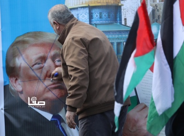 The Supreme Authority rally in Gaza City. (Right: Facebook page of Shams News, February 21, 2020. Left: Twitter account of Safa, February 21, 2020).