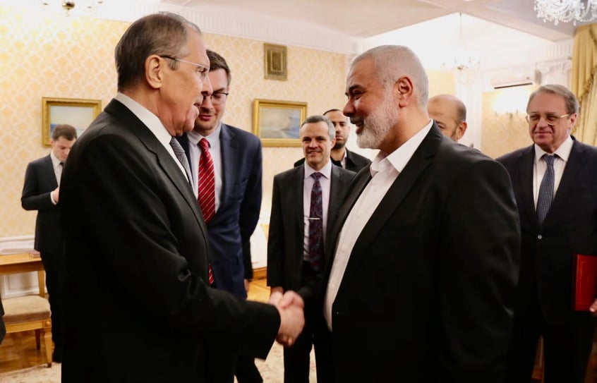 Russian Foreign Minister Sergey Lavrov shakes hands with Isma'il Haniyeh (Hamas website, March 2, 2020).