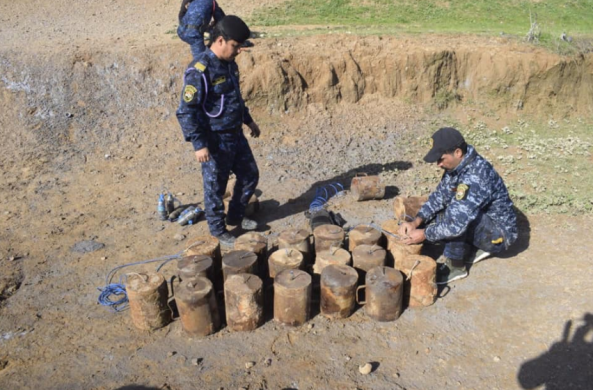 The Iraqi forces near the IEDs that were hidden in plastic containers (Facebook page of the Iraqi Ministry of Defense, February 29, 2020)