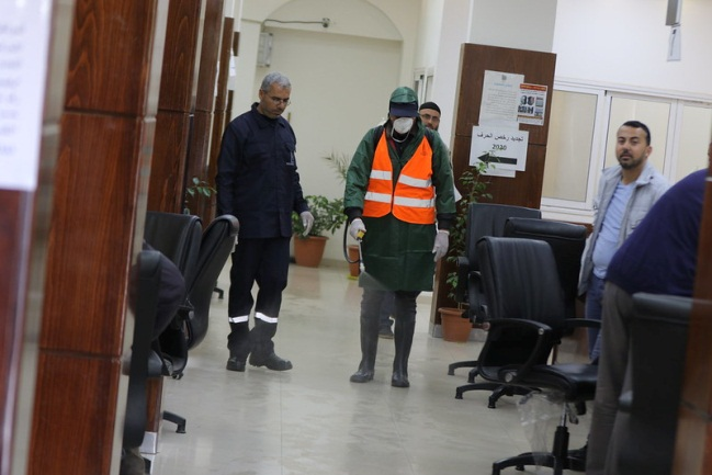 Disinfecting the Gaza Strip city hall (Facebook page of the Gaza Strip city hall, March 9, 2020).