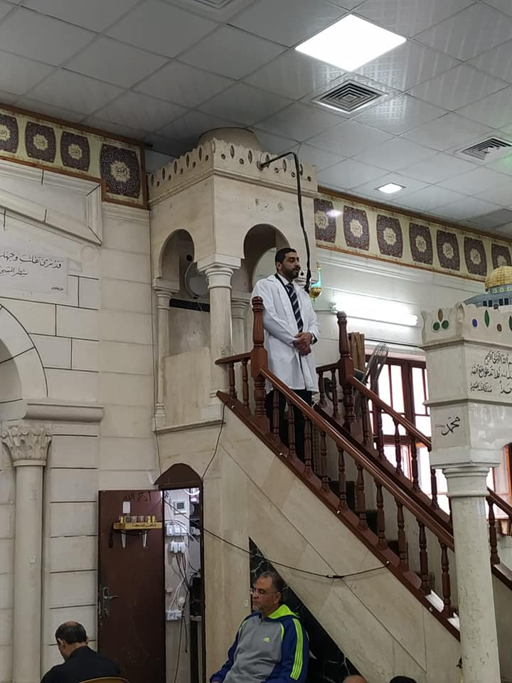 A physician delivers the Friday sermon at one of the mosques in Tulkarm (Wafa, March 13, 2020).